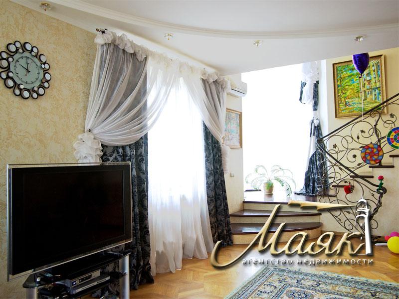 Предлагается к продаже двухэтажный дом в Бородинский районе.