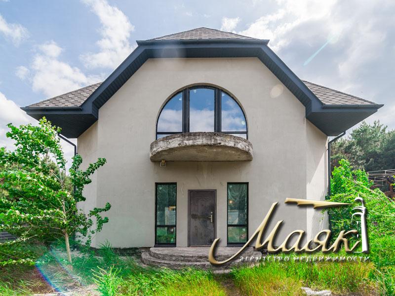 Продажа дома на Великом Лугу в сосновом лесу.