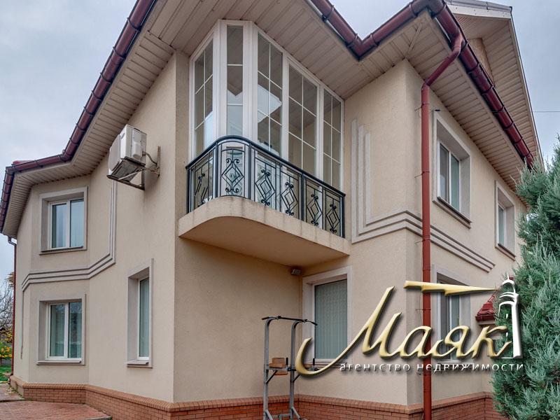 Предлагается к продаже двухэтажный дом в центре Бородинского микрорайо