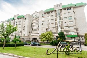 Предлагается к продаже просторная квартира в закрытом охраняемом жилом комплексе