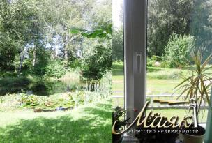 Предлагается к продаже прекрасная двухэтажная усадьба в г. Науйойи-Акмяне, Литва