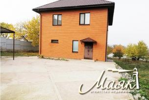 Замечательный двухэтажный дом в Шевченковском районе.