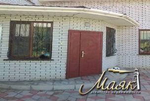 Продается просторный двухэтажный дом на Осипенковском.