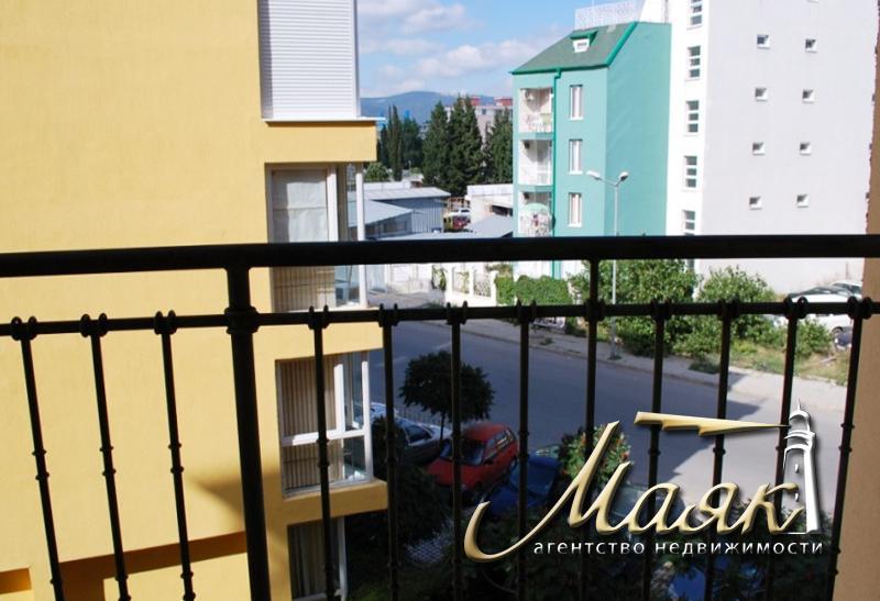 Комплекс  расположен в самом центре современного курорта Солнечный берег в 700м от пляжа и в 2-х км от популярного исторического центра Болгарии - г