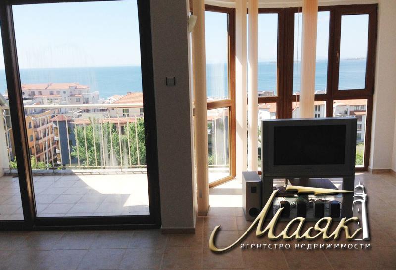 Предлагаем Вашему вниманию великолепную трехкомнатную квартиру, которая находится в жилом здании в центре города Светой Влас