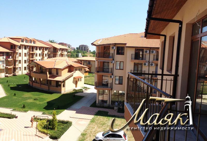 Комплекс состоит из 10 зданий и трех таунхаусов и предлагает студии, квартиры с одной и двумя спальнями, квартиры на двух уровнях, типа мезонина и самостоятельные дома