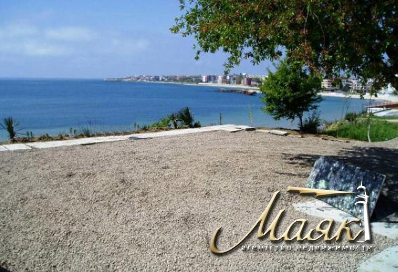 Местоположение: Уютное здание, которое находится в 50 м от моря и в 10 минутах ходьбы от центра Несебра