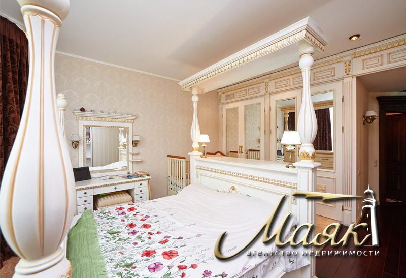 Предлагается к продаже 4-х комнатная квартира.