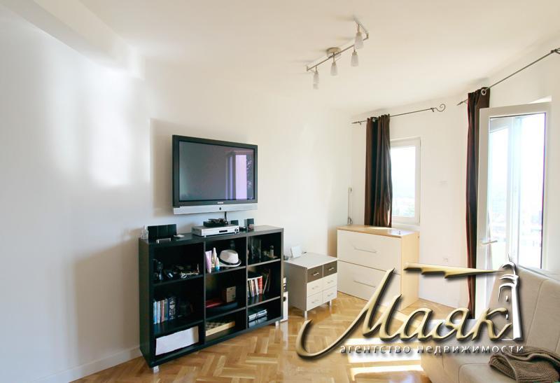 Предлагается к продаже двухкомнатная квартира в живописном районе Бабин До, в городе Будва