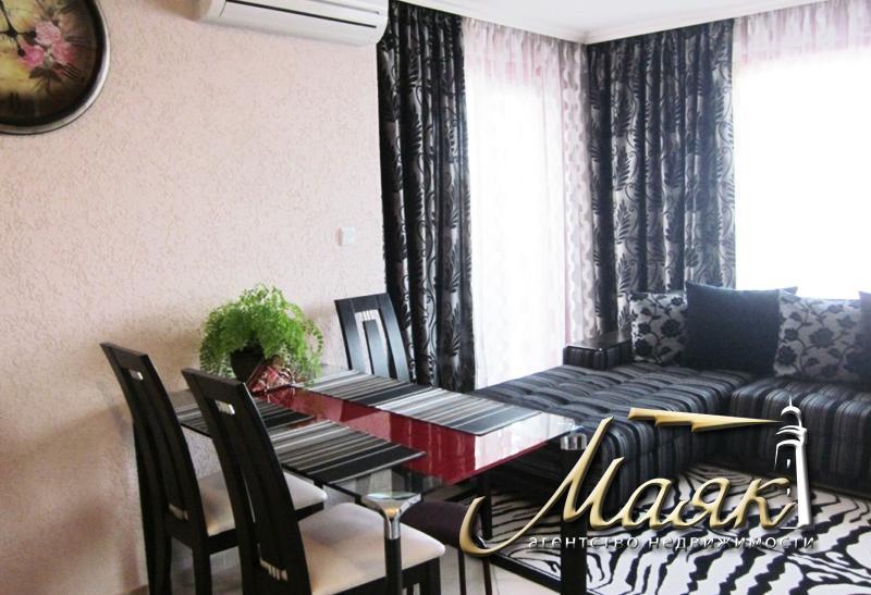 Продается роскошный двухэтажный дом в жилом комплексе, который состоит из 23 разных по величине и расположению домов