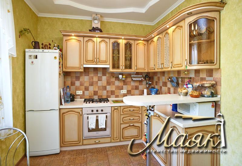 Дом расположен в Днепровском районе.