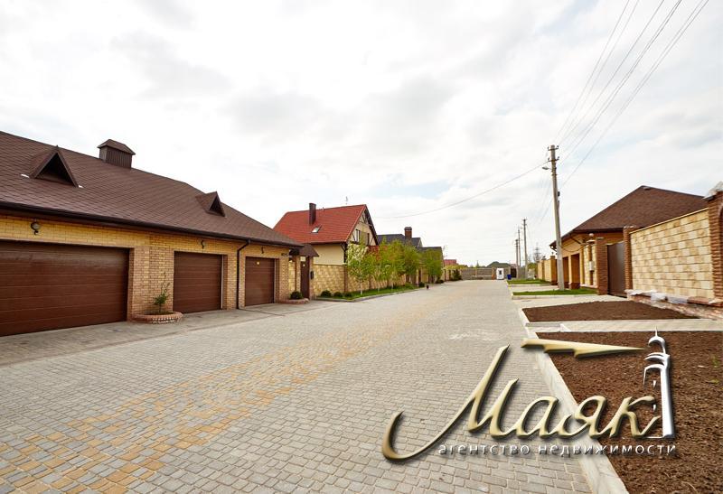 Дом в Бородинском микрорайоне на закрытой охраняемой территории.