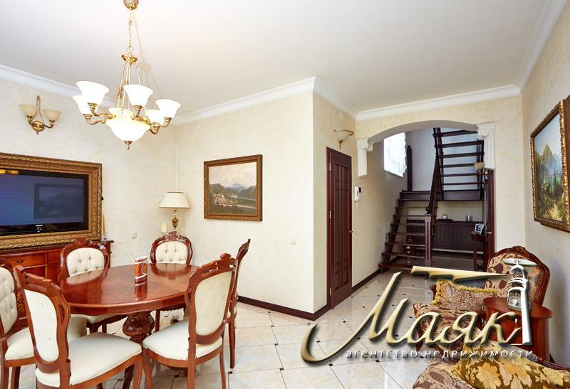Предлагается к продаже невероятной красоты дом в центре Бородинского района.