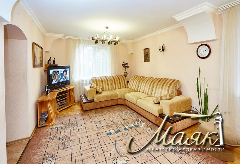 Двухэтажный дом в центре Бородинского.