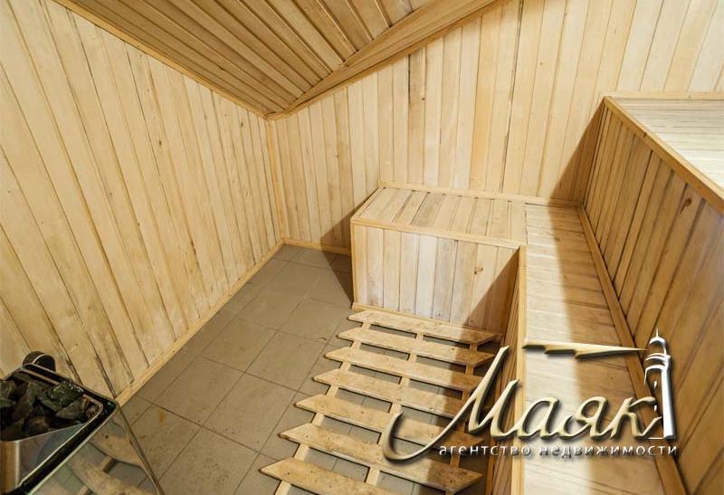 Предлагается к продаже дом на поселке Солнечный.