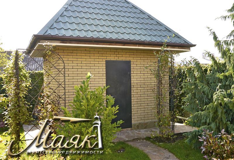 Добротный дом на поселке Солнечный.
