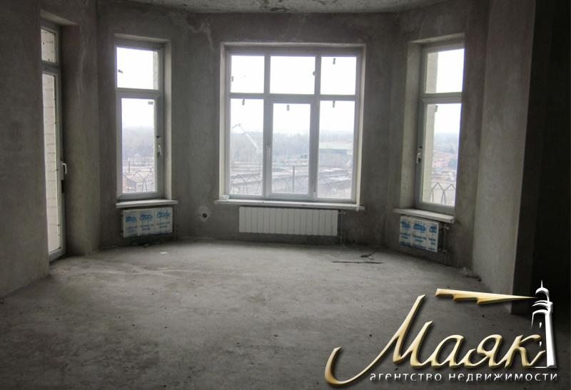 Предлагается 4-я квартира в элитном новострое на 9-м этаже 10-го кирпичного дома.