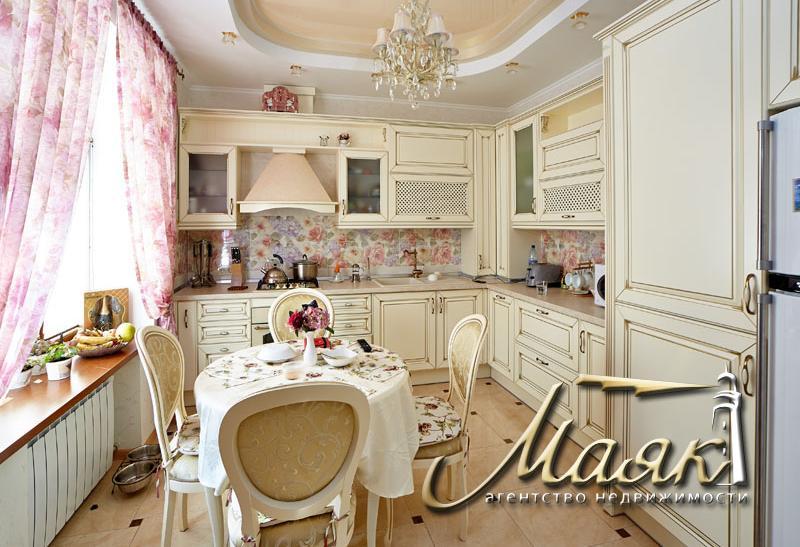 Двухуровневая квартира в Александровском районе.