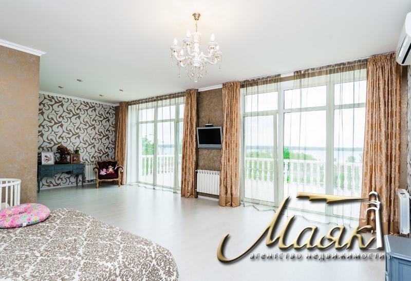 Предлагается в долгосрочную аренду замечательный дом на Великом Лугу в закрытом охраняемом коттеджном поселке.