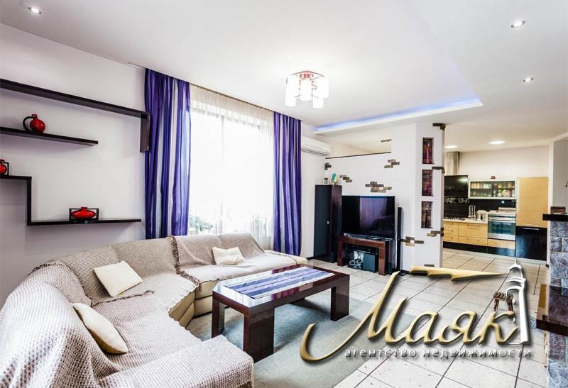 Предлагается к продаже великолепный дом, расположенный на поселке Солнечный.