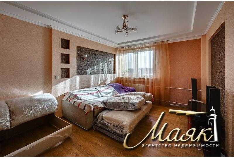 Продается шикарный двухэтажный дом на Великом Лугу.