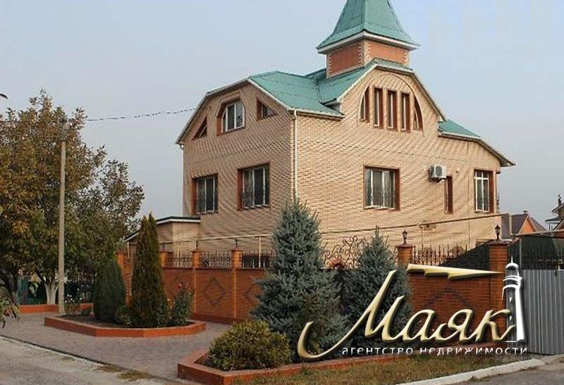 Предлагается к продаже дом в центре города.