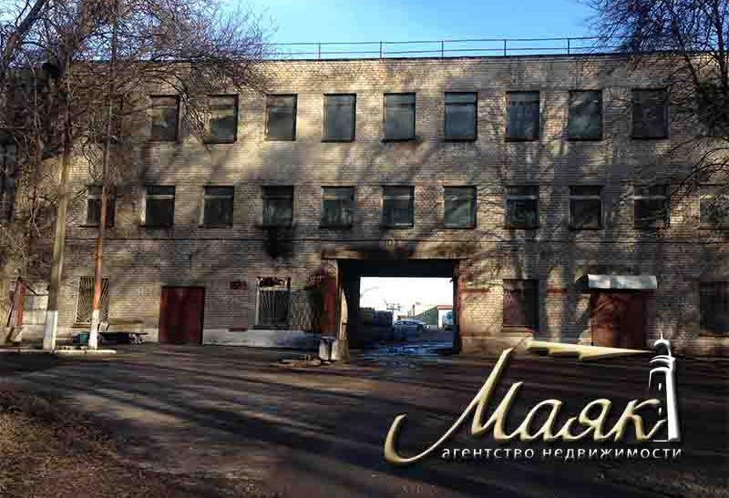 Предлагается к продаже 3-этажное отдельно стоящее здание общей площадью 6500 кв