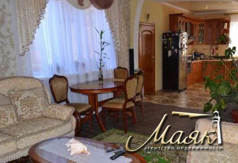 Предлагается  в аренду уютный двухэтажный дом.