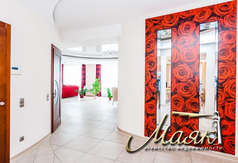 Просторная квартира 420 кв м в элитном новострое по улице Украинская 4А.
