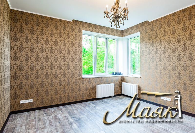 Предлагается к продаже дом с видом на Днепр.