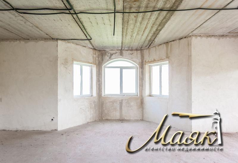 Предлагается к продаже двухэтажный дом, расположенный в живописном месте на Великом Лугу.