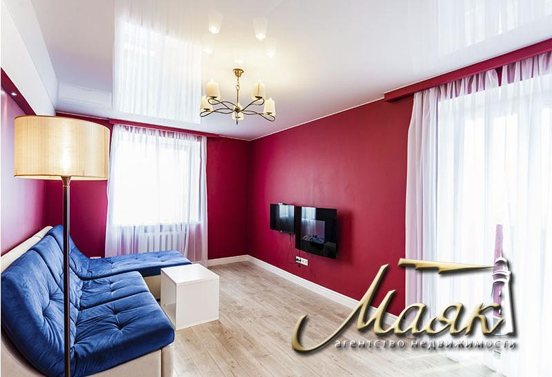 Сдается просторная 2-комнатная квартира в центре города распложенная на 12 этаже с шикарным видом на остров Хортицу и на русло реки Днепр