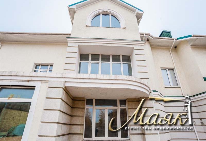 Предлагается к продаже дом на Великом Лугу на охраняемой территории.