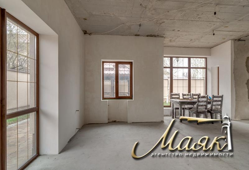 Предлагается к продаже добротный дом в центре Бородинского микрорайона.