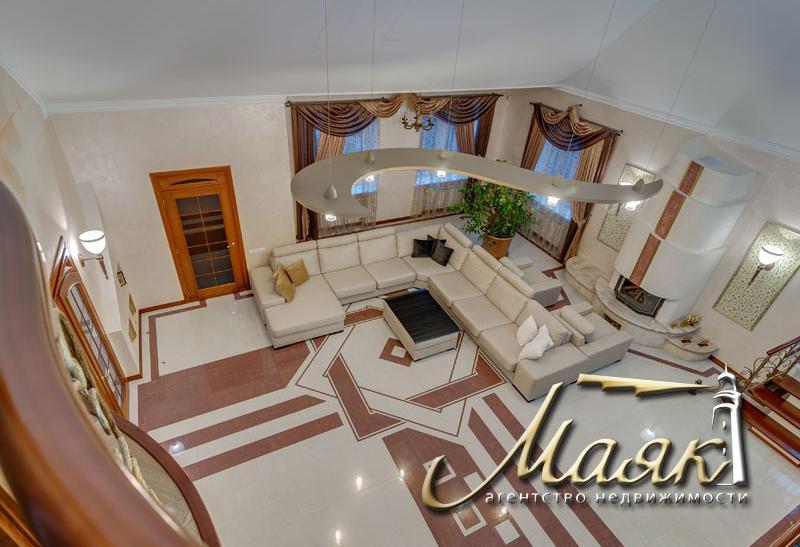 Дом в Бородинском микрорайоне с собственным пляжем и причалом.