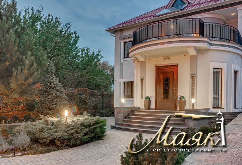 Роскошный дом на Великом Лугу.