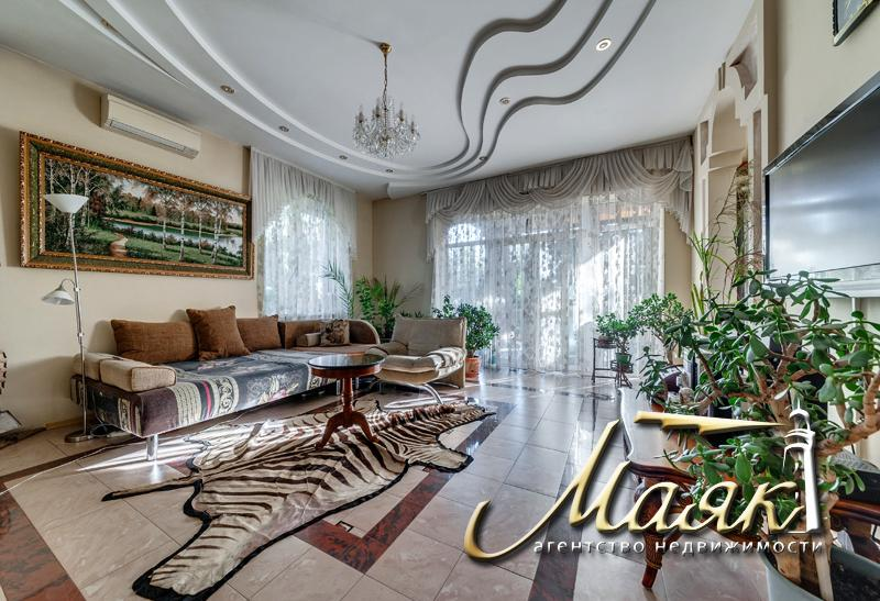 Продается дом с выходом на залив в с. Разумовка.